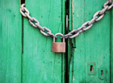 relationship-bondage-door-green-closed-lock